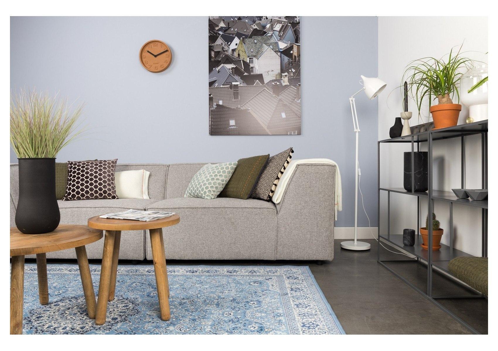 un canap design gris clair de la collection king de chez. Black Bedroom Furniture Sets. Home Design Ideas